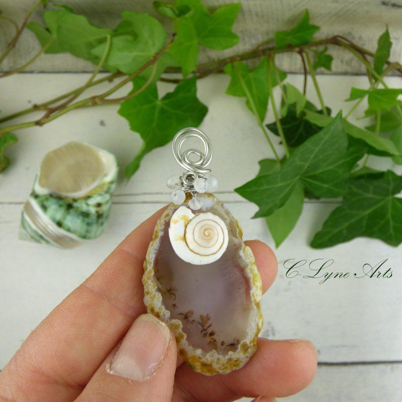 pendentif en pierre d'agate silice avec coquillage