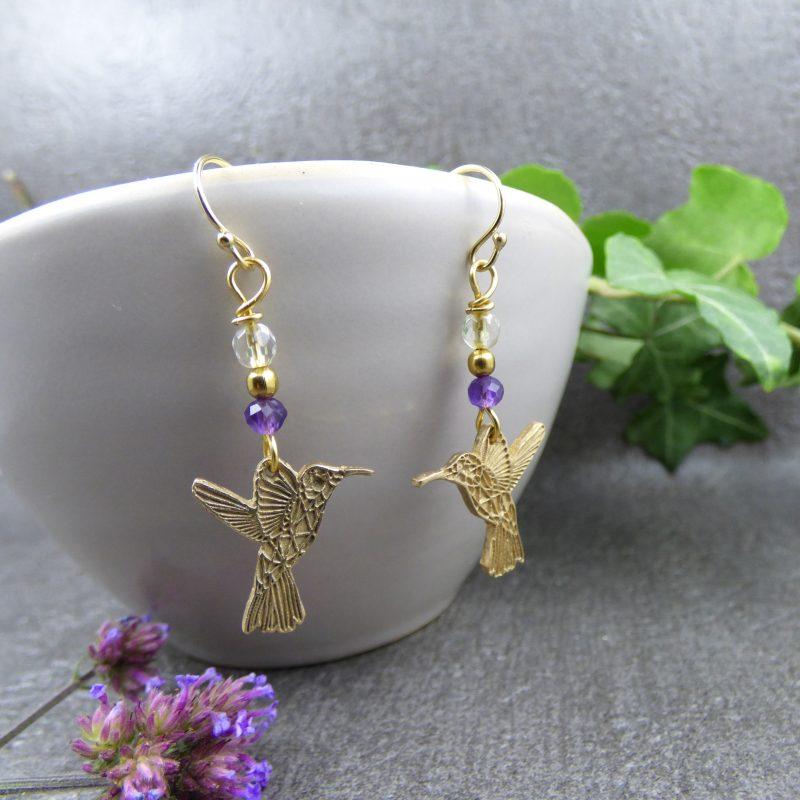 boucles d'oreilles artisanales en pierres naturelles avec colibris