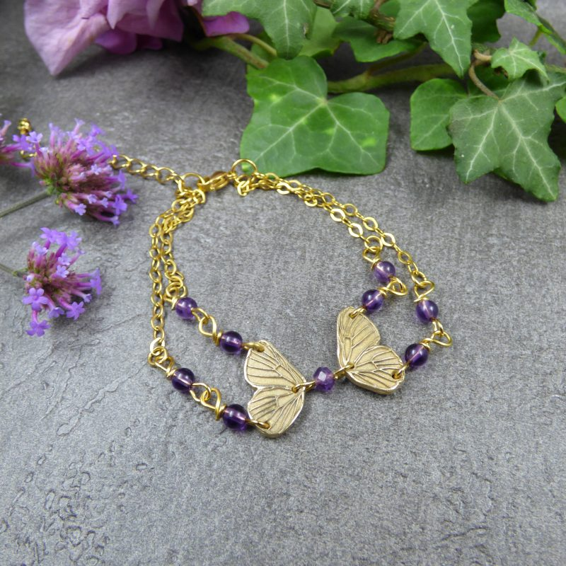 bracelet artisanal en pierres naturelles et ailes de fees