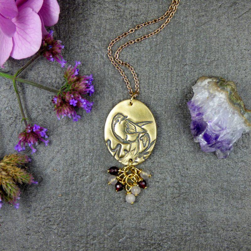médaillon avec un oiseau en bronze