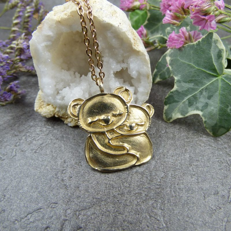 bijou artisanal avec koalas fabriqués en bronze massif