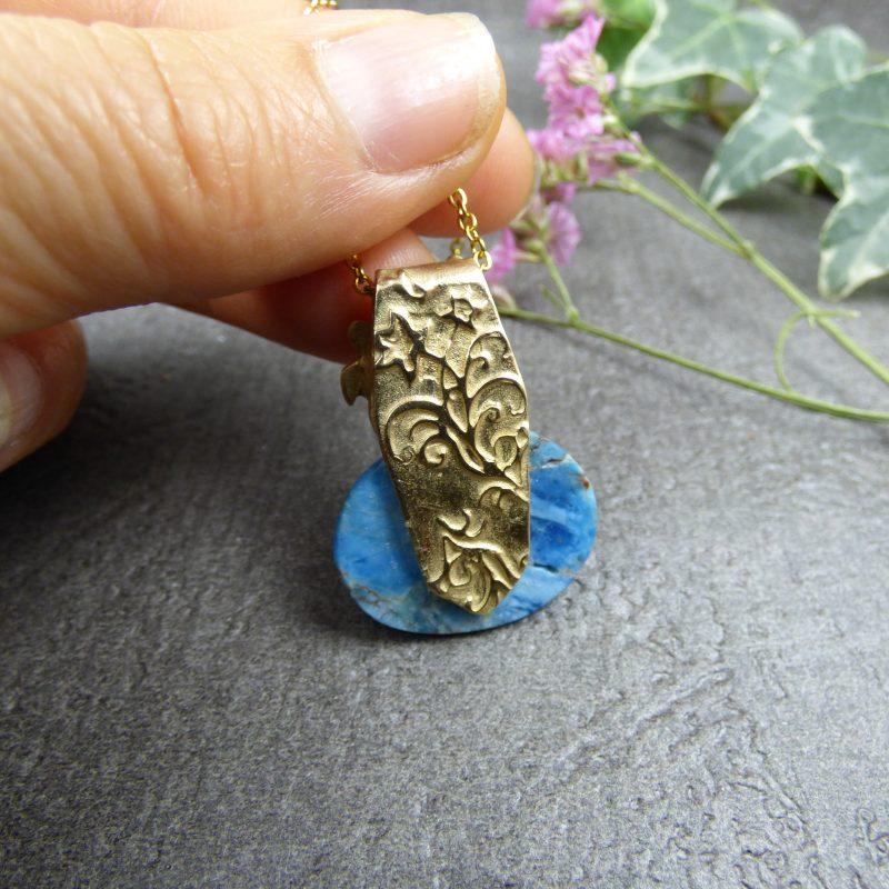 pendentif avec hippocampe et tortue en pierre d'apatite