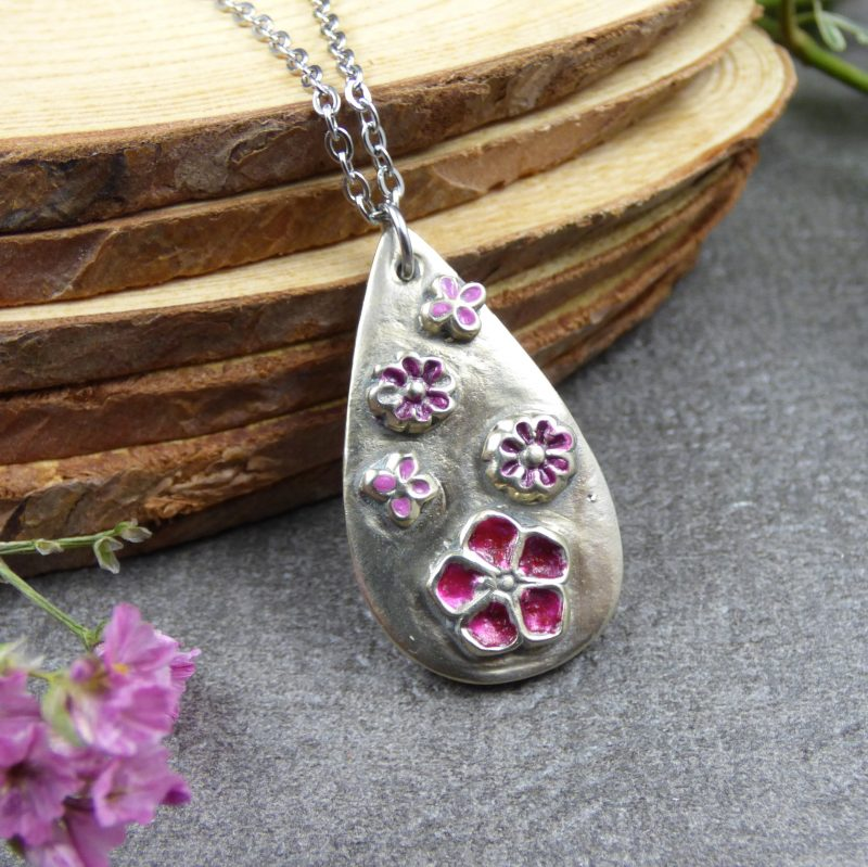 pendentif avec fleurs bijou de createur