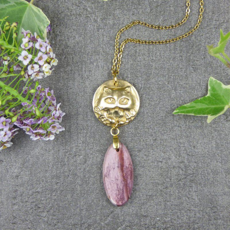 pendentif artisanal en pierre naturelle avec une tete de chat