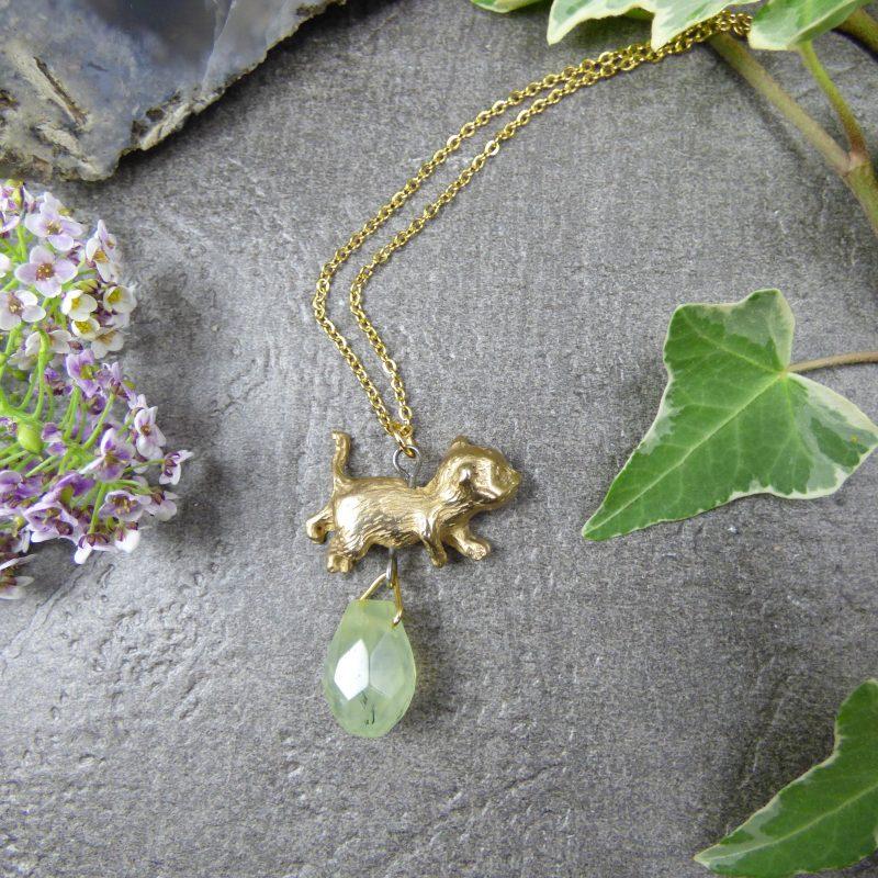 pendentif artisanal en pierre naturelle et chat en bronze