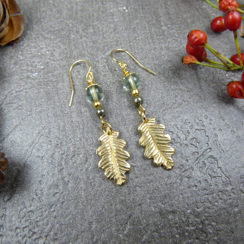 bijou de createur en pierres et feuilles nature