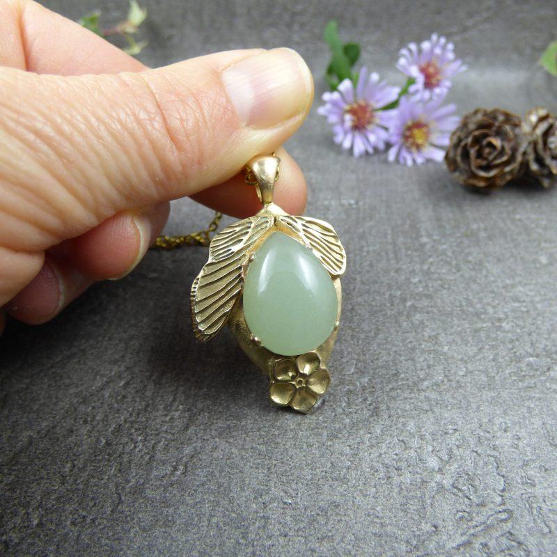 bijou artisanal en aventurine et ailes de fees en bronze