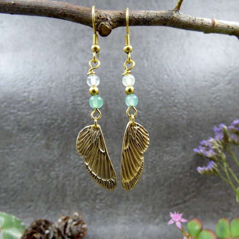 bijou en pierres naturelles et ailes de fees