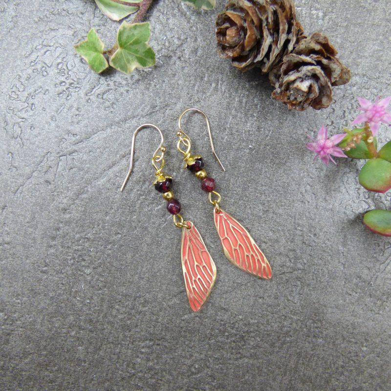 boucles d'oreilles en pierres de grenat et ailes de fees