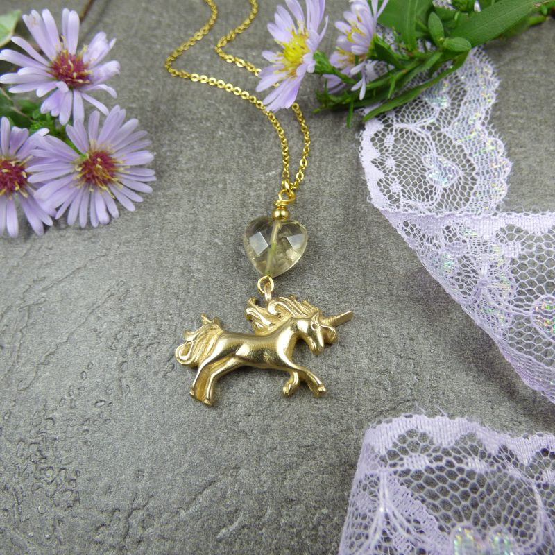 pendentif feerique avec licorne bronze doré