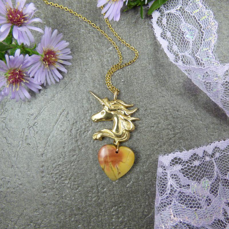 pendentif feerique avec licorne et pierre naturelle