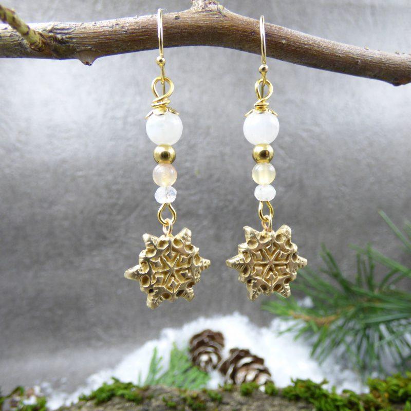 bijou artisanal avec etoile de neige et pierres