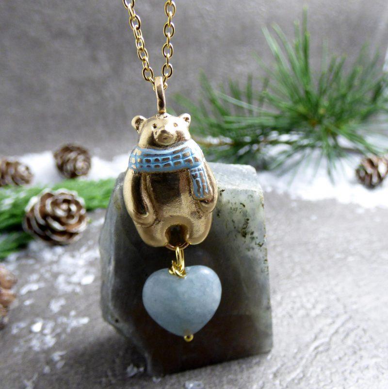 pendentif artisanal avec un ours polaire et une pierre naturelle