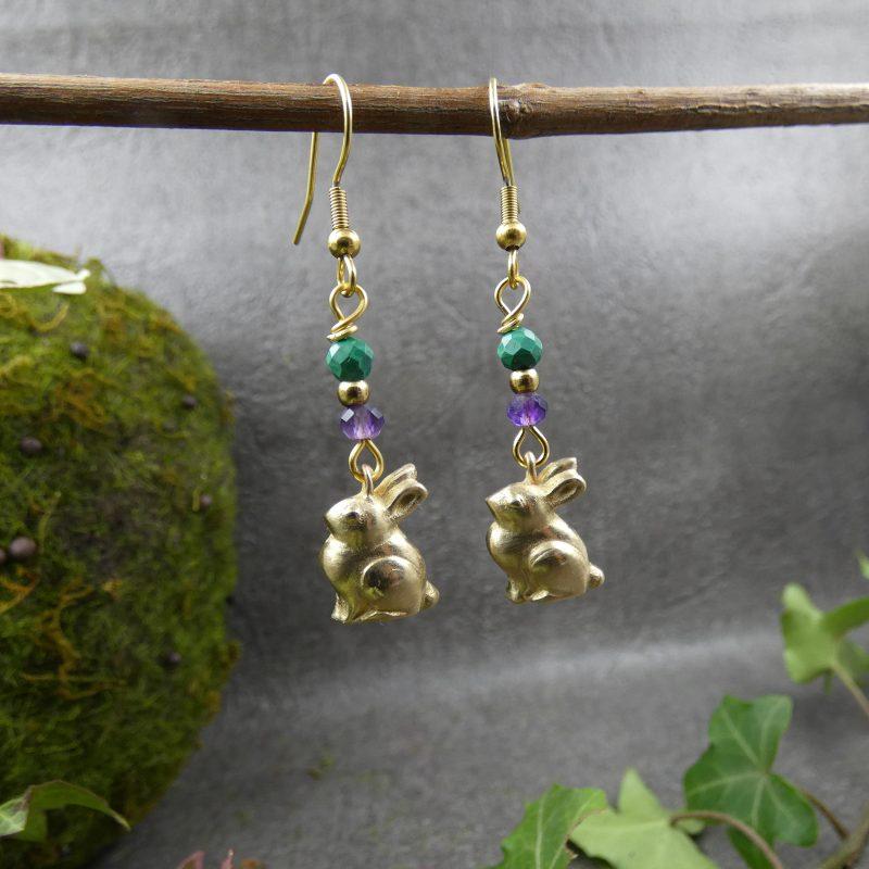 boucles d'oreilles en pierres et petits lapins dorés