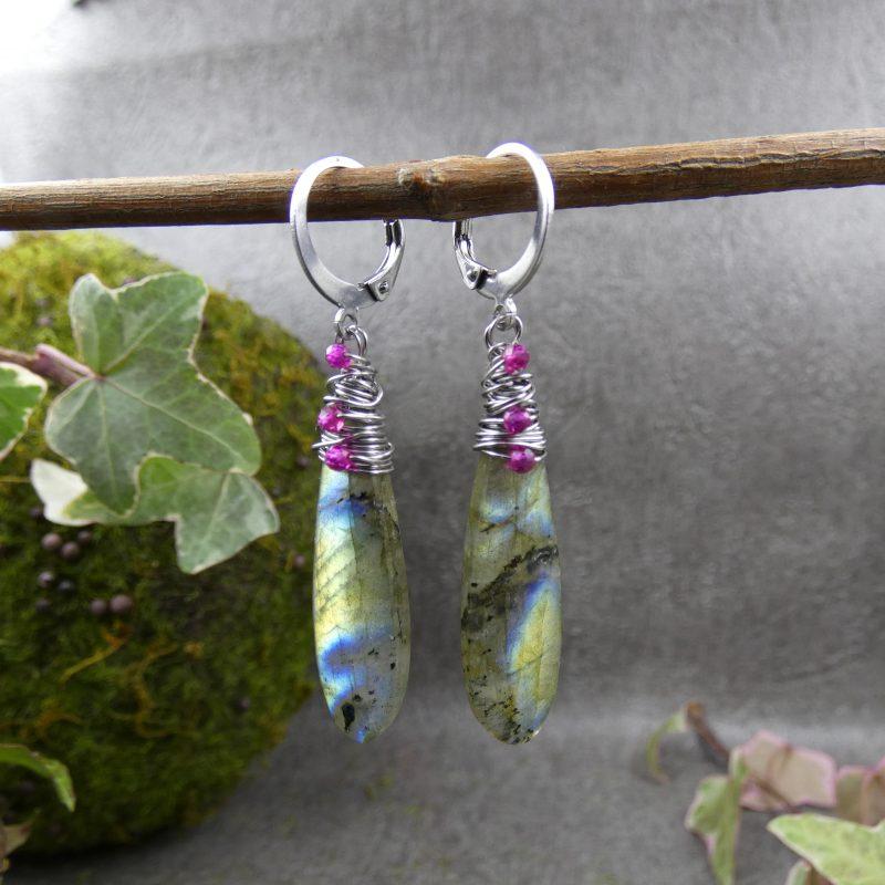 boucles d'oreilles en pierres naturelles de labradorite et rubis