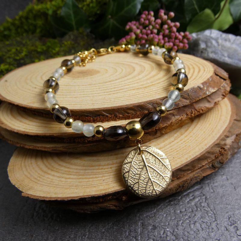 bracelet fait main en quartz fumé et médaillon feuille