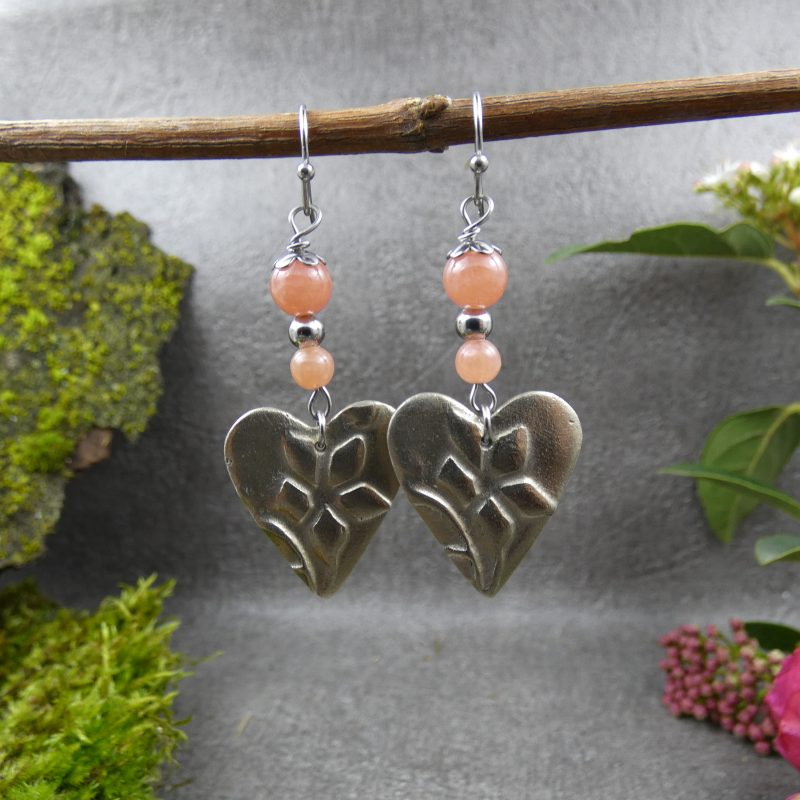 boucles d'oreilles avec coeurs fleuris et perles roses