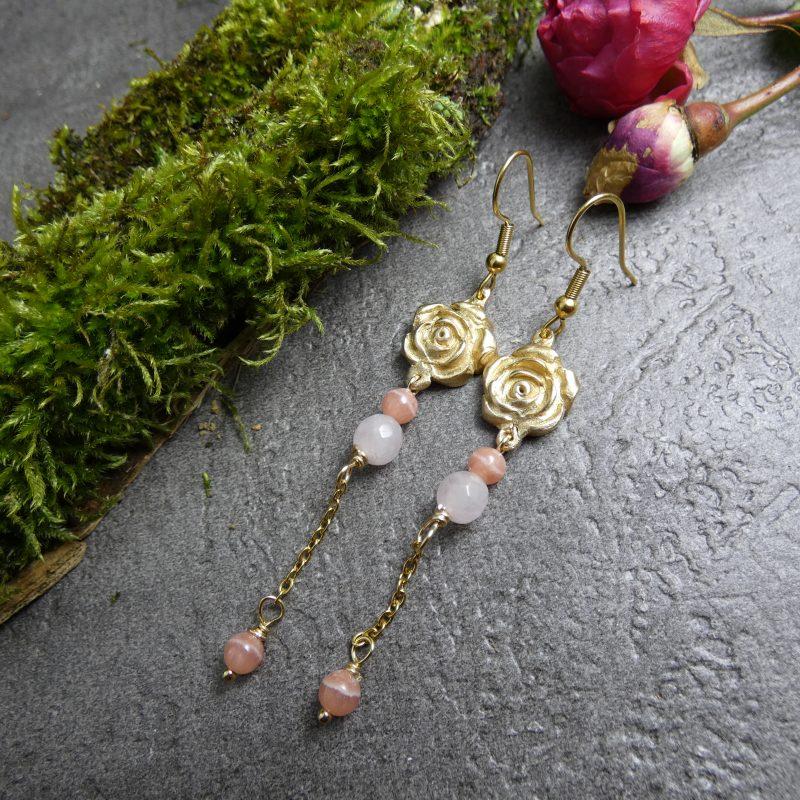 boucles d'oreilles avec roses artisanales et pierres naturelles
