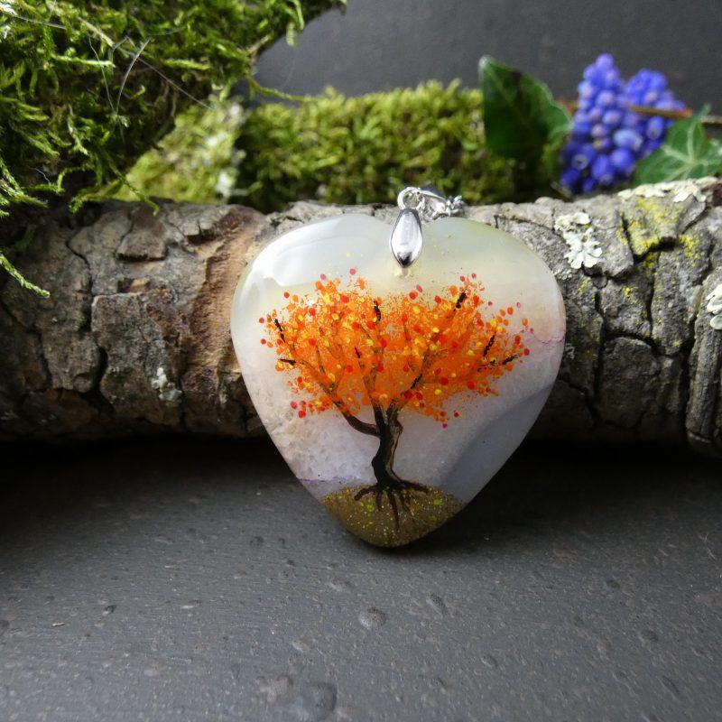 bijou arbre de vie peint à la main sur une pierre naturelle