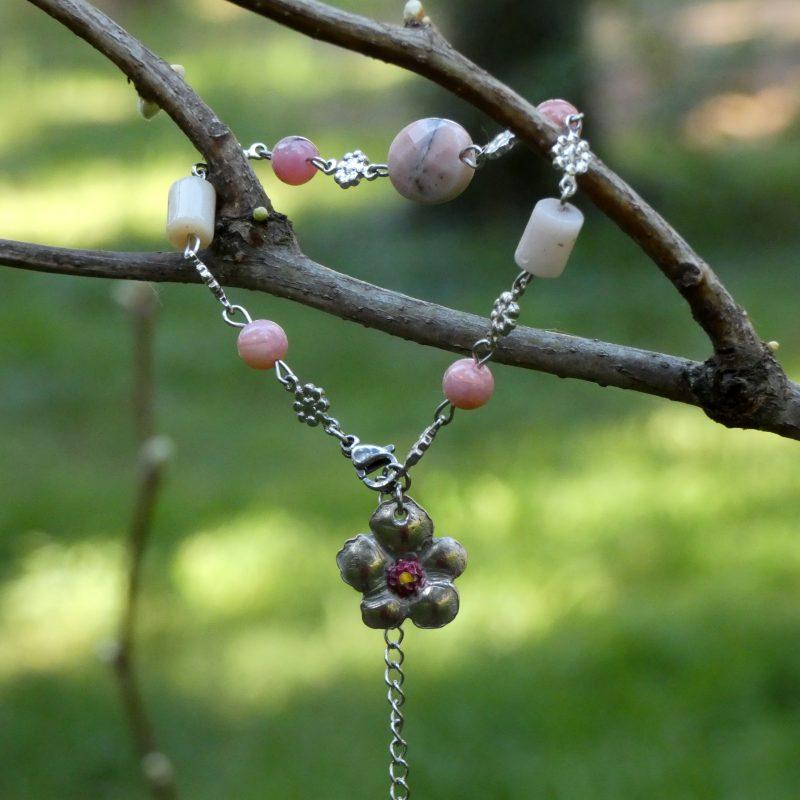 bracelet en pierre naturelle d'opale avec fleur artisanale