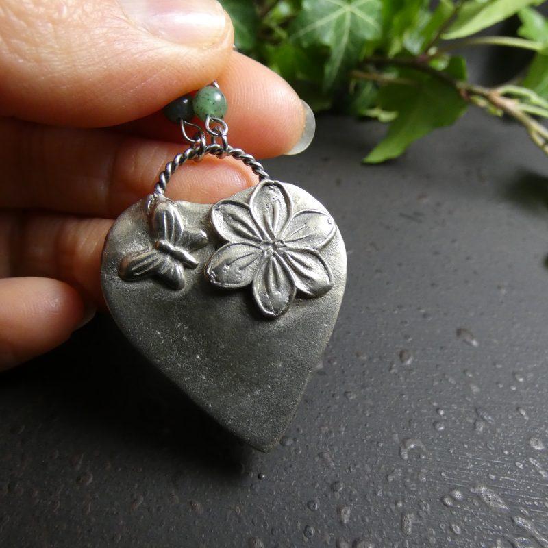 medaillon nature en bronze avec fleur de muguet