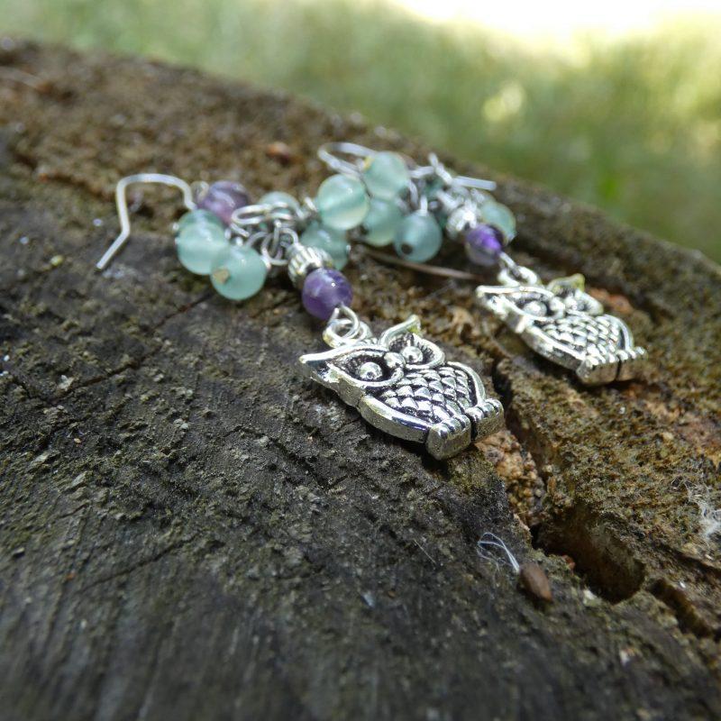 boucles d'oreilles en pierres et petits hiboux argentés