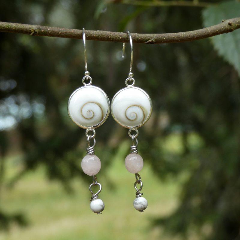 bijou artisanal en pierres et oeil de sainte lucie