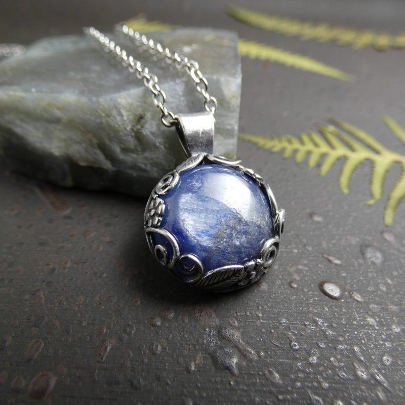 bijou nature avec une pierre naturelle de cyanite