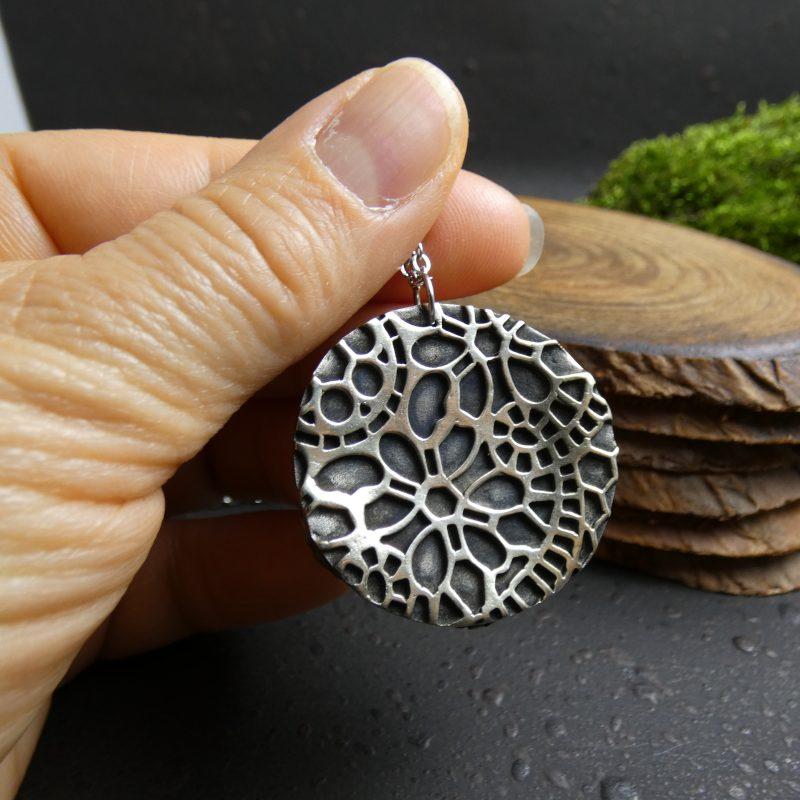 bijou d'artisanat d'art avec hippocampe et pierre naturelle